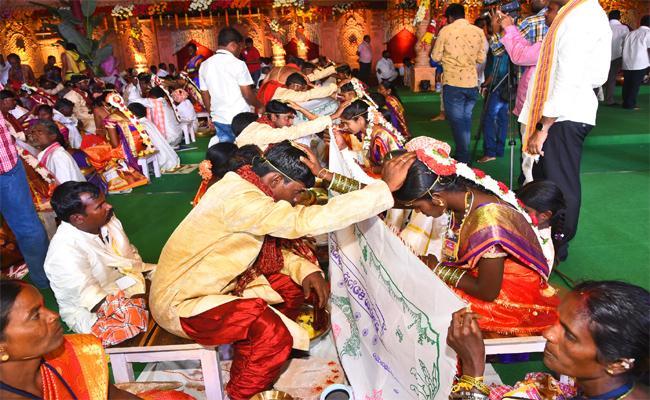 Mass Wedding At Nagarkurnool By MJR Charitable Trust - Sakshi