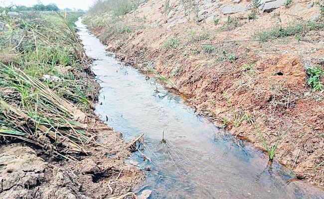 Kandikatkoor Village People Fear On Mid Manair Dam Fresh Leaks - Sakshi