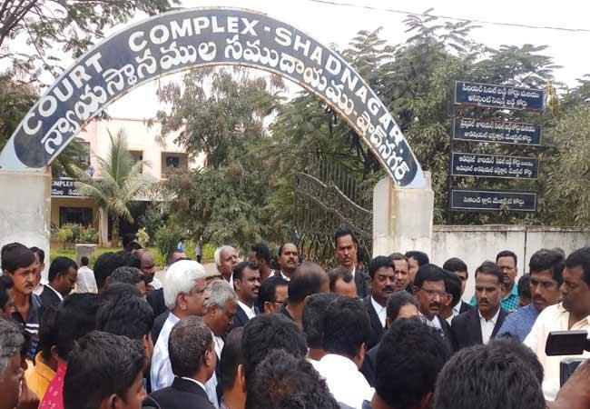 Hyderabad Disha Case Police Reached Shadnagar Court - Sakshi