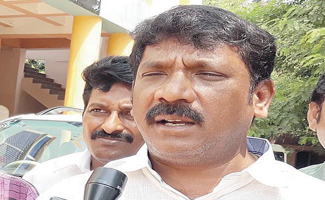 Korumutla Srinivasulu Fires On Pawan Kalyan - Sakshi