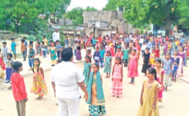 Growing Popularity Of English Medium Education - Sakshi