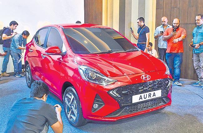 Hyundai Aura compact sedan revealed - Sakshi