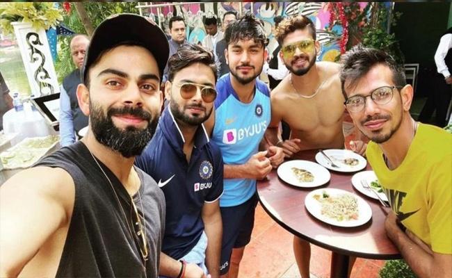 Virat Kohli Enjoys With Teammates In Cuttack Shares In Twitter - Sakshi