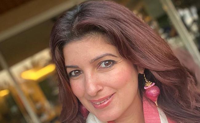 Twinkle Kanna Wearing Onions Earrings! - Sakshi