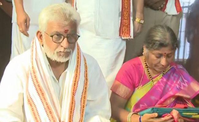 TTD Chairman YV Subba Reddy Visits Kanaka Durga Temple - Sakshi