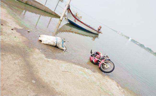 Konda Deadbody Found in Krishna River - Sakshi