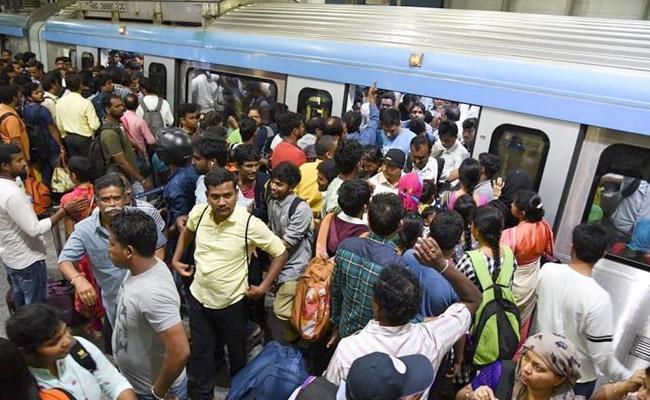 Hyderabad Metro Trains Heavy Rush Of Passengers - Sakshi