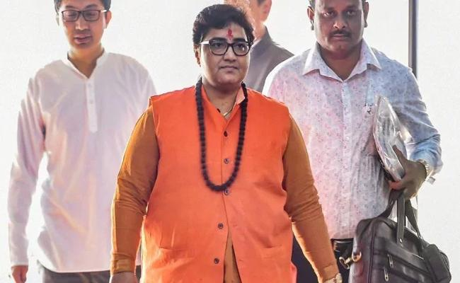 Pragya Thakur Gave Complaint Because Refused To Give Seat In Spice Jet - Sakshi