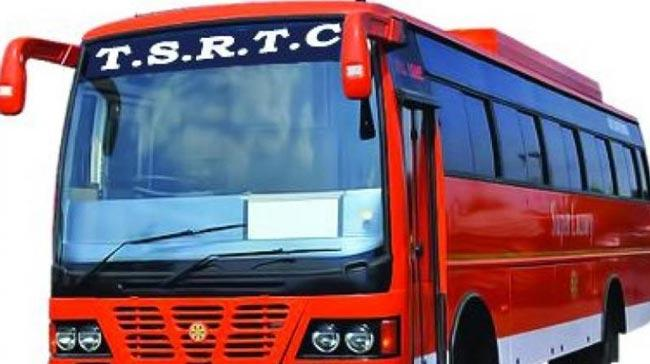 Without Ticket Travelling fine 500 rupees - Sakshi
