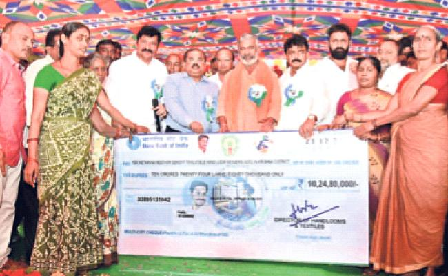 YSR Neetanna Nestham Scheme Launched In Krishna District - Sakshi