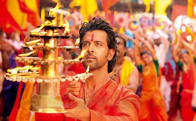 Bollywood Star Hero Hrithik Will Play Krishna In Deepikas Mahabharata - Sakshi