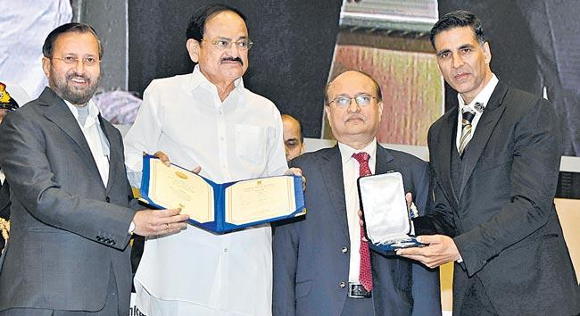 Vice President M Venkaiah Naidu presents 66th National Film Awards - Sakshi