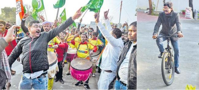 JMM-Congress Unseats BJP In Jharkhand - Sakshi