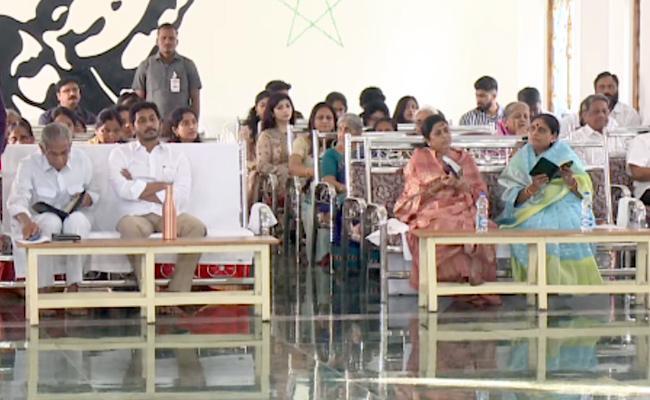YS Jagan Participated In Christmas Celebrations At Pulivendula Church - Sakshi