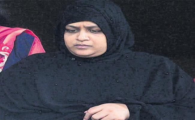 Telangana High Court Transfer Nowhera Shaikh Case To Serious Fraud Investigation - Sakshi