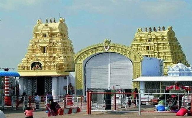 Yadadri Temple Will Close For Tomorrow Due TO Solar Eclipse - Sakshi