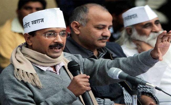 Arvind Kejriwal Tweets About His Muffler And Winter Cold - Sakshi