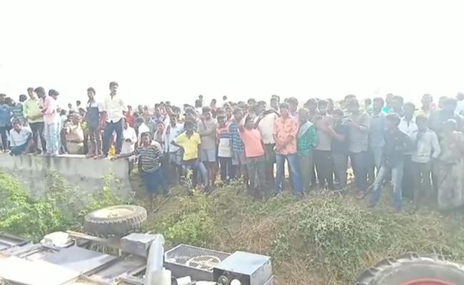 Woman Killed In Krishna District Tractor Accident - Sakshi