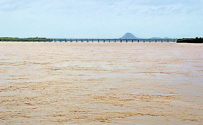 Kondapochamma Reservoir Rehabilitation Process Become A Hindrance - Sakshi