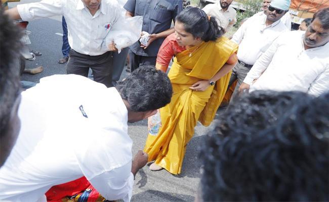 Three Injured in Bike Accident Guntur - Sakshi