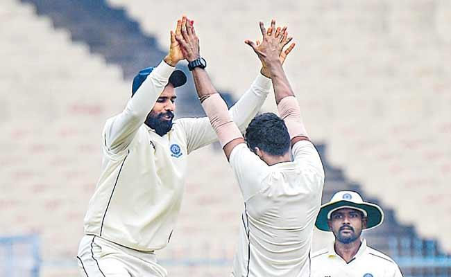 Bengal All Out For 289 Runs First Innings - Sakshi