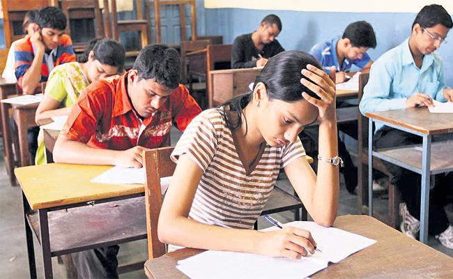 Private Colleges Collecting Fee Without Lab Practicals - Sakshi