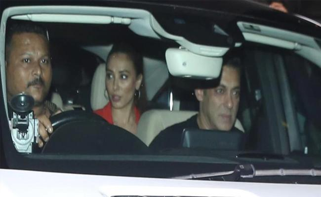 Salman Khan Visits Sister Arpita And Niece Ayat In hospital With Lulia Vantur - Sakshi