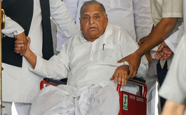 Mulayam Singh Hospitalised In Mumbai For Abdominal Issue - Sakshi