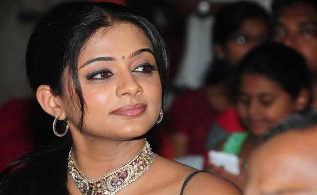 Priyamani To Play Sasikala Role In Thalaivi - Sakshi