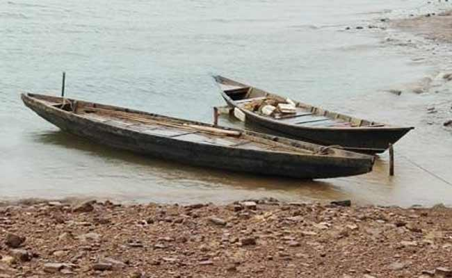 No Safety For Boat Travel In Adilabad - Sakshi