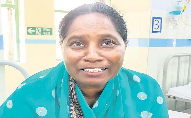 CM YS Jagan distributed YSR Asara Checks to Patients in GGH - Sakshi