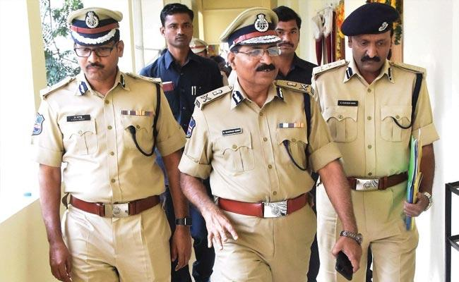 Respond Immediately in Missing Cases Says Telangana DGP After Disha Incident - Sakshi