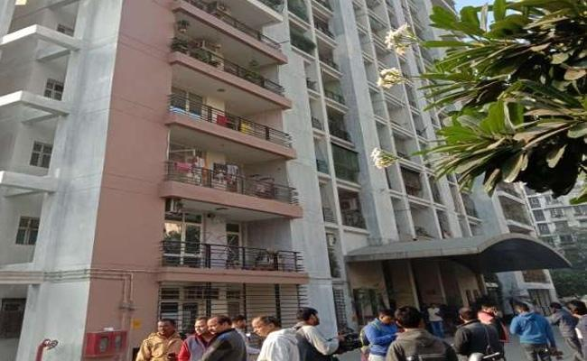 Five Members Of Family Commits Suicide In Ghaziabad - Sakshi