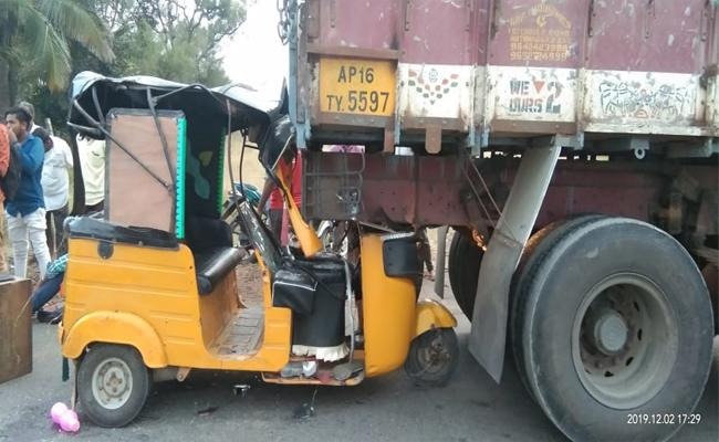 Two People Were Killed in a Road Accident Near Timmaji Pet - Sakshi