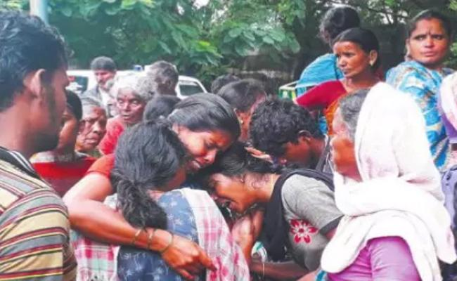 Seventeen Members Died in Wall Collapse Accident Mettupalayam - Sakshi