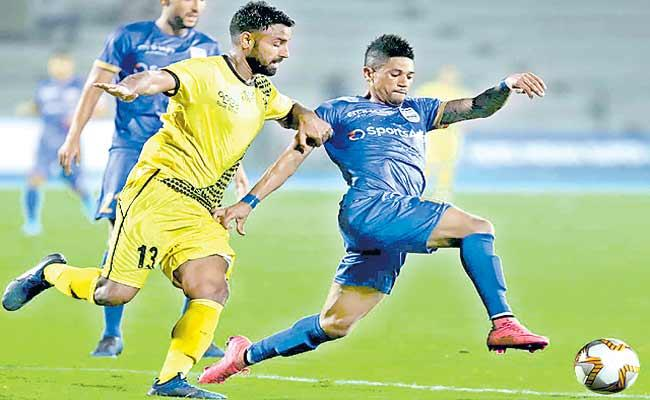 Hyderabad Lost To Mumbai In The Indian Super League - Sakshi