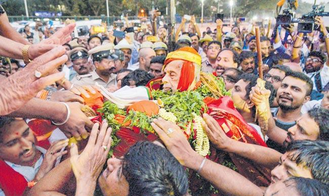 Udupi Pejawar Mutt Swamyji Passes Away at 88 in Bengaluru - Sakshi