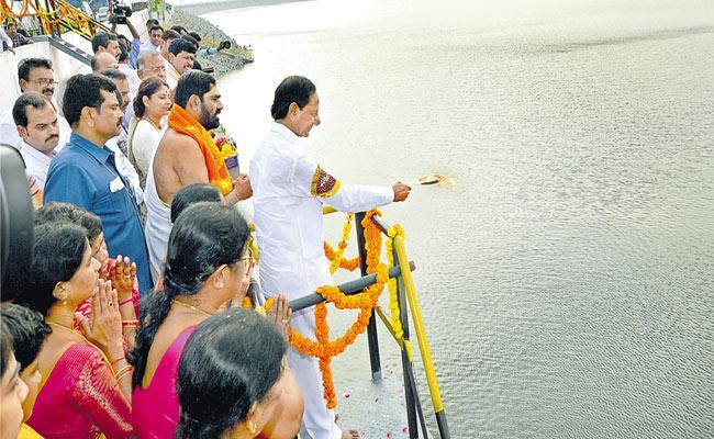 CM KCR Says Kaleshwaram Water Is A Dream Come True - Sakshi