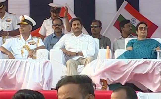 CM YS Jagan Participated Navy Day Celebrations In Visakhapatnam - Sakshi