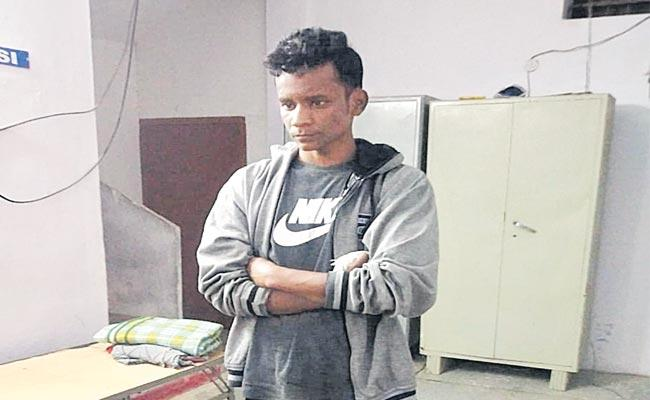 Cyber Crime Police Arrested Nizamabad Person For Posting Vulgar comments In FaceBook - Sakshi