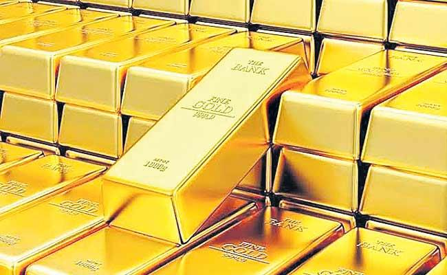 Trump Pessimism Over US And China Trade Deal Underpins Gold  - Sakshi