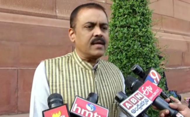 GVL Narasimha Rao Slams Pawan Kalyan Regarding Religion Disputes - Sakshi