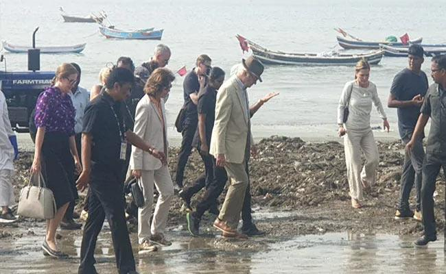 Swedish Royal Couple Take Part In Clean Up Versova Beach - Sakshi