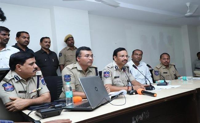 Cyberabad Police Thinking How To Investigate Accused Persons In Disha CaseCyberabad Police Thinking How To Investigate Accused Persons In Disha Case - Sakshi