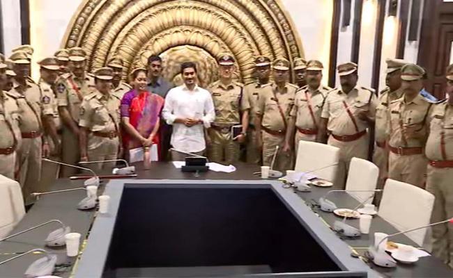 YS Jaganmohan Reddy Increases Police Officers Insurance In Amaravati - Sakshi
