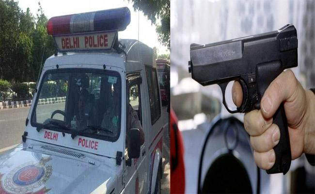 2 Delhi Doctors Found Dead In Car with Gunshot Wounds - Sakshi
