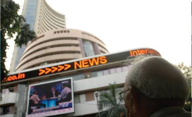 Sensex, Nifty Fall On Dimming US-China Trade Deal Hopes - Sakshi