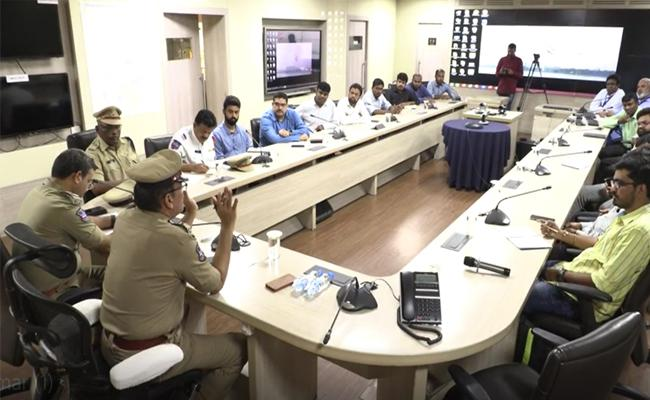 Hyderabad CP Anjani Kumar Held A Meeting With Cab Providers - Sakshi