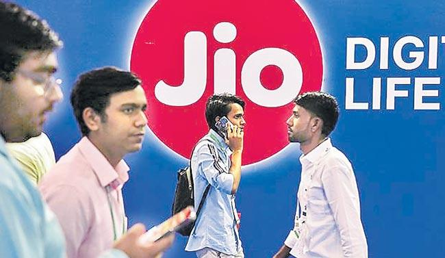 Reliance Jio hikes prepaid price by up to 39 persant - Sakshi
