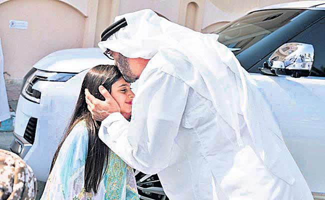 Abu Dhabi Prince Visits Little Girl After He Missed Her Handshake - Sakshi